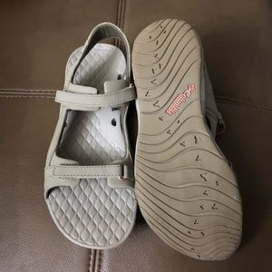 Columbia sporty sandals size 7